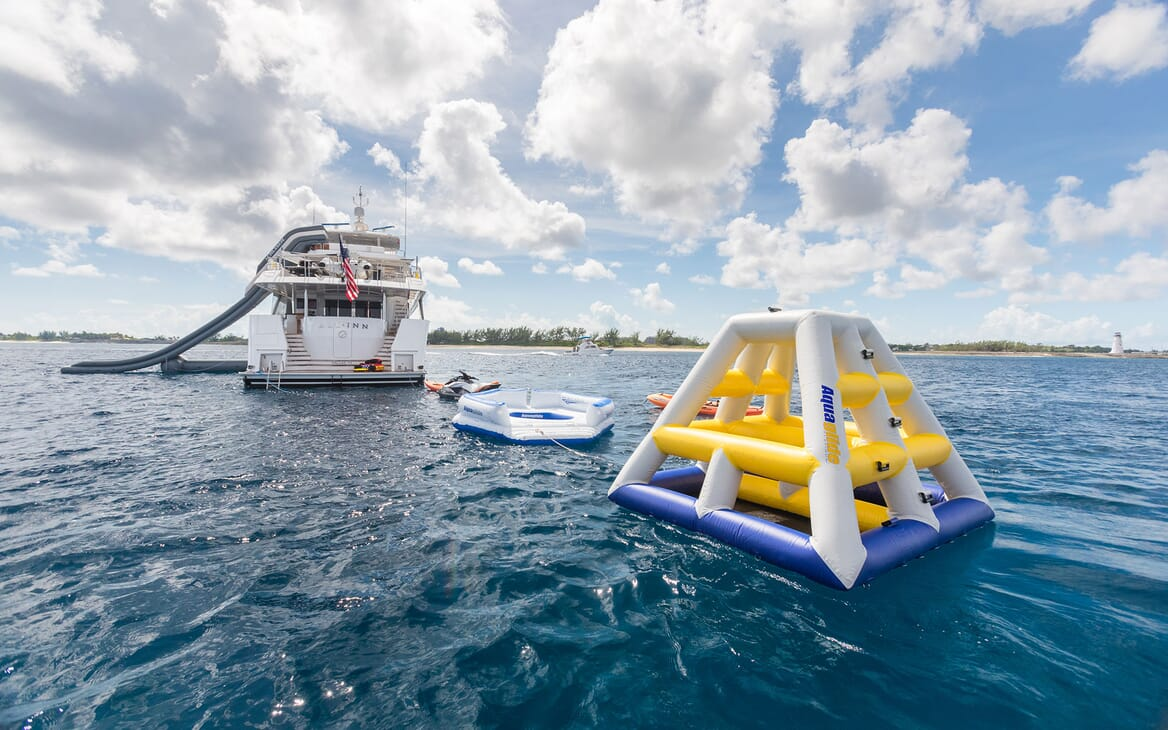 Motor Yacht ALL IN Inflatable Toy Set Up