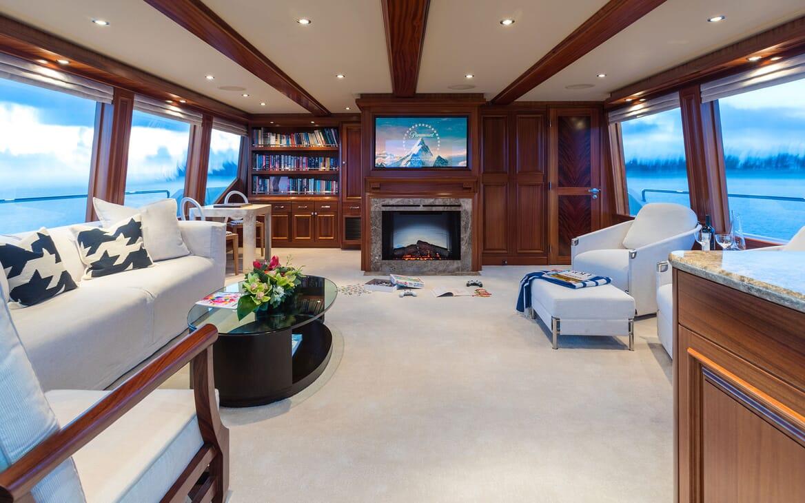Motor Yacht ALL IN Upper Saloon