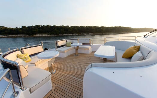 Motor Yacht MARINA WONDER Forward Seating