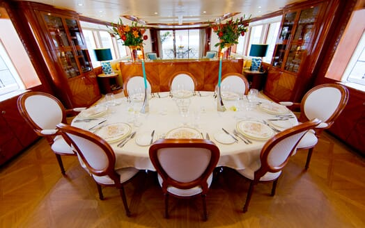 Motor Yacht MARINA WONDER Dining Table