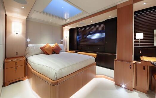 Sailing Yacht MIRASOL Guest Bathroom