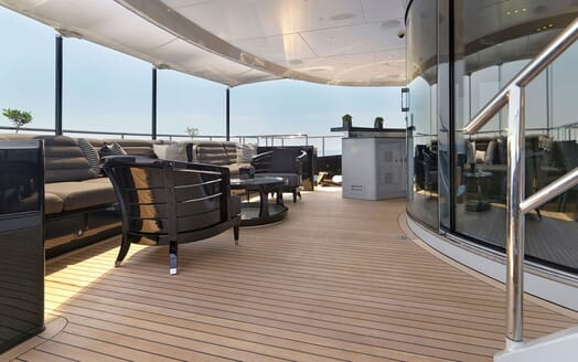 Motor Yacht BLISS Deck Seating