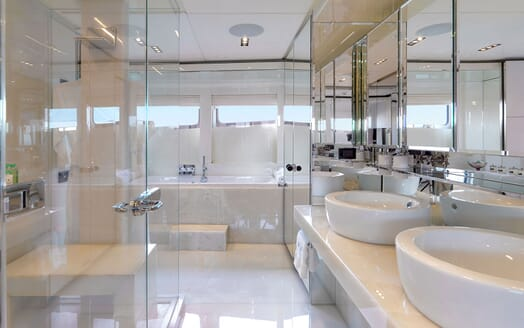Motor Yacht BLISS Master Bathroom