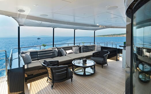 Motor Yacht BLISS Deck Seating 2