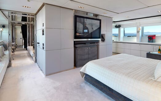 Motor Yacht BLISS Master Stateroom