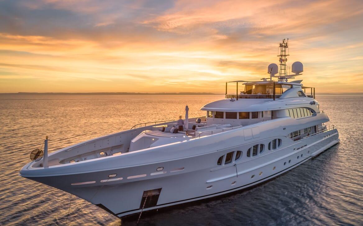 Motor Yacht ODYSSEA Exterior Bow