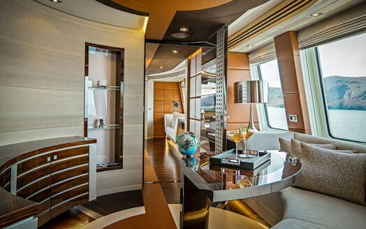 Motor Yacht ODYSSEA Desk Seating
