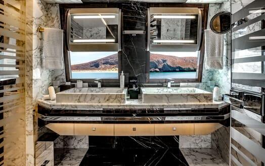 Motor Yacht ODYSSEA Master Bathroom