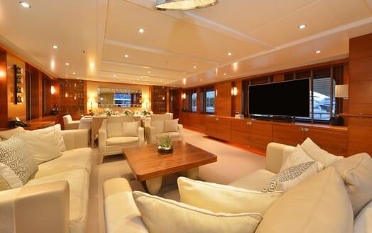 Motor Yacht Beluga saloon