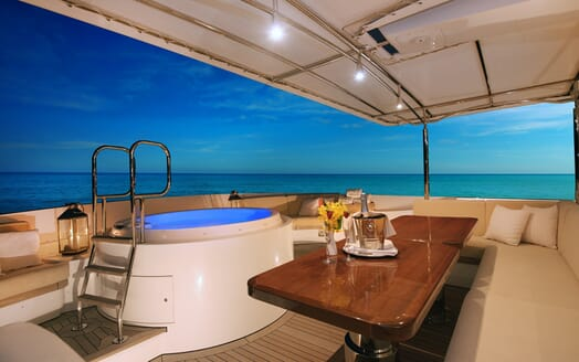 Motor Yacht Beluga hot tub