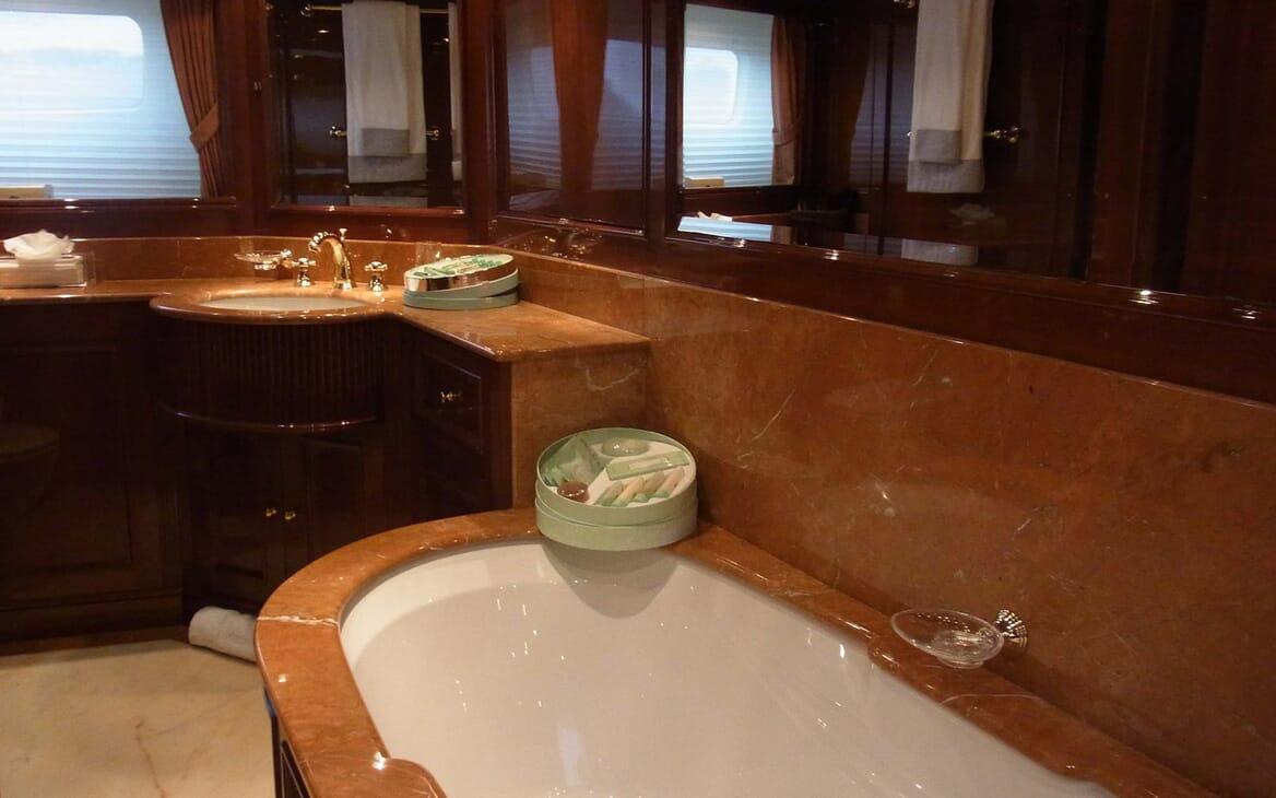 Motor Yacht Satine bathroom
