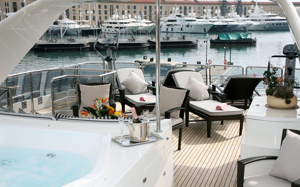 Motor Yacht Satine sundeck