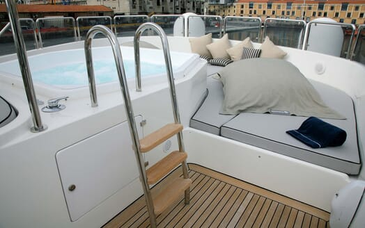 Motor Yacht Satine hot tub