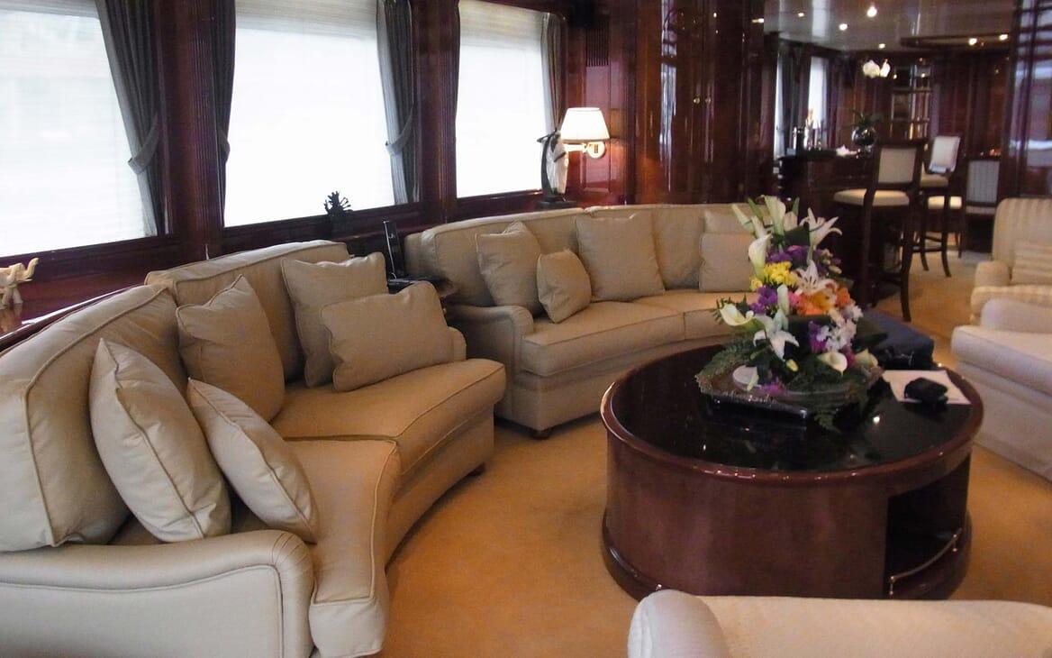 Motor Yacht Satine salon