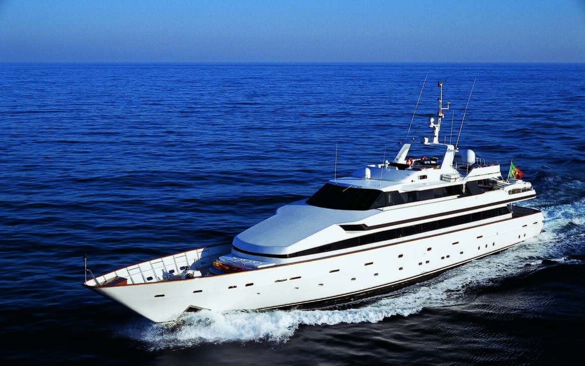 Motor yacht Costa Magna running shot