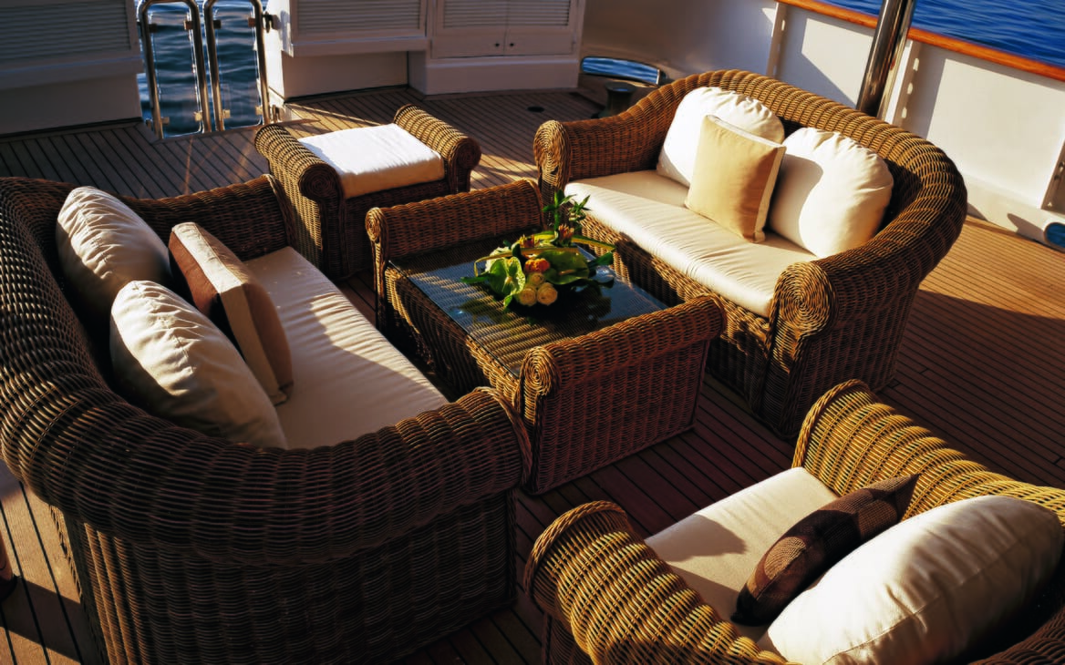 Motor yacht Costa Magna outdoor seating