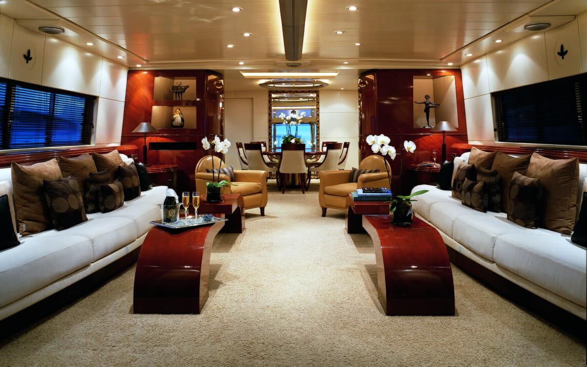 Motor yacht Costa Magna saloon