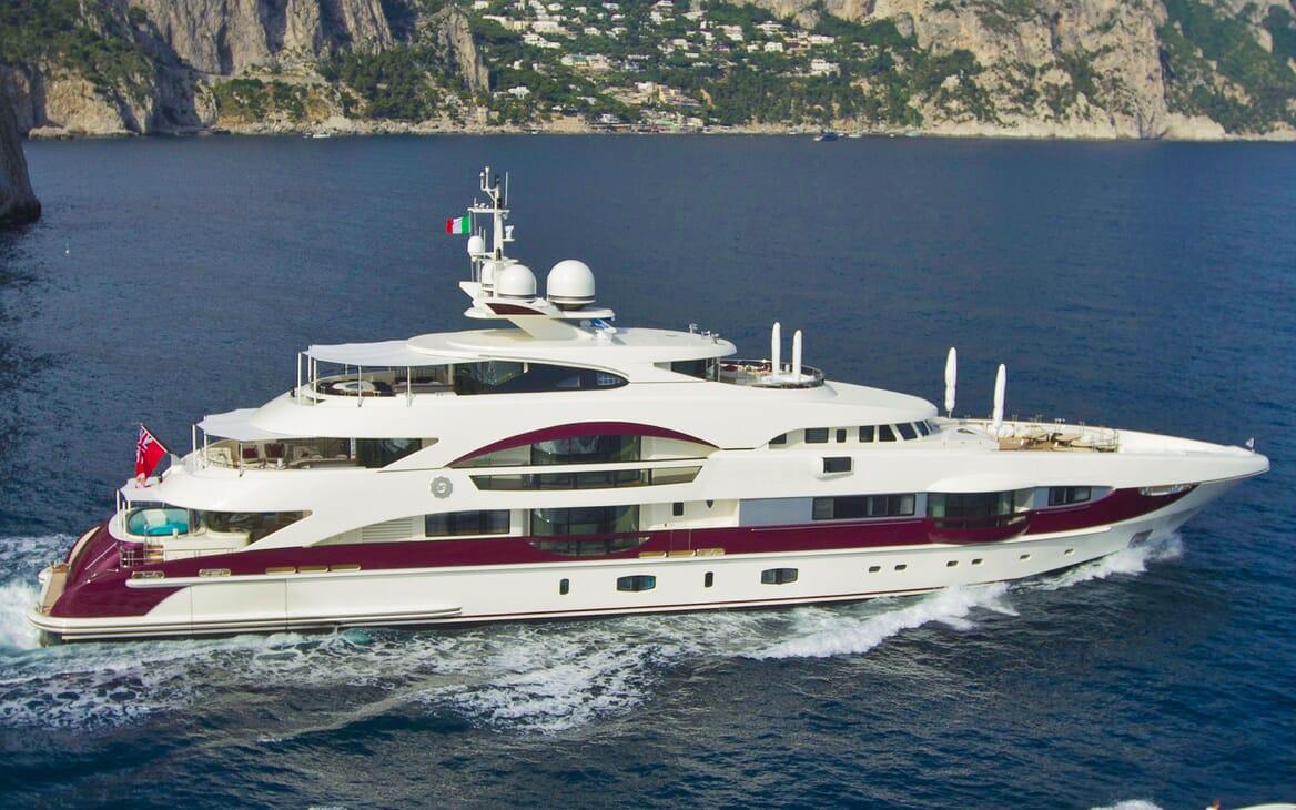 Motor Yacht QUITE ESSENTIAL Underway