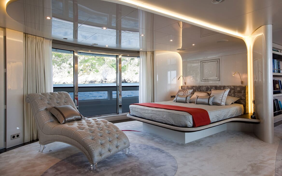 Motor Yacht QUITE ESSENTIAL Master Stateroom