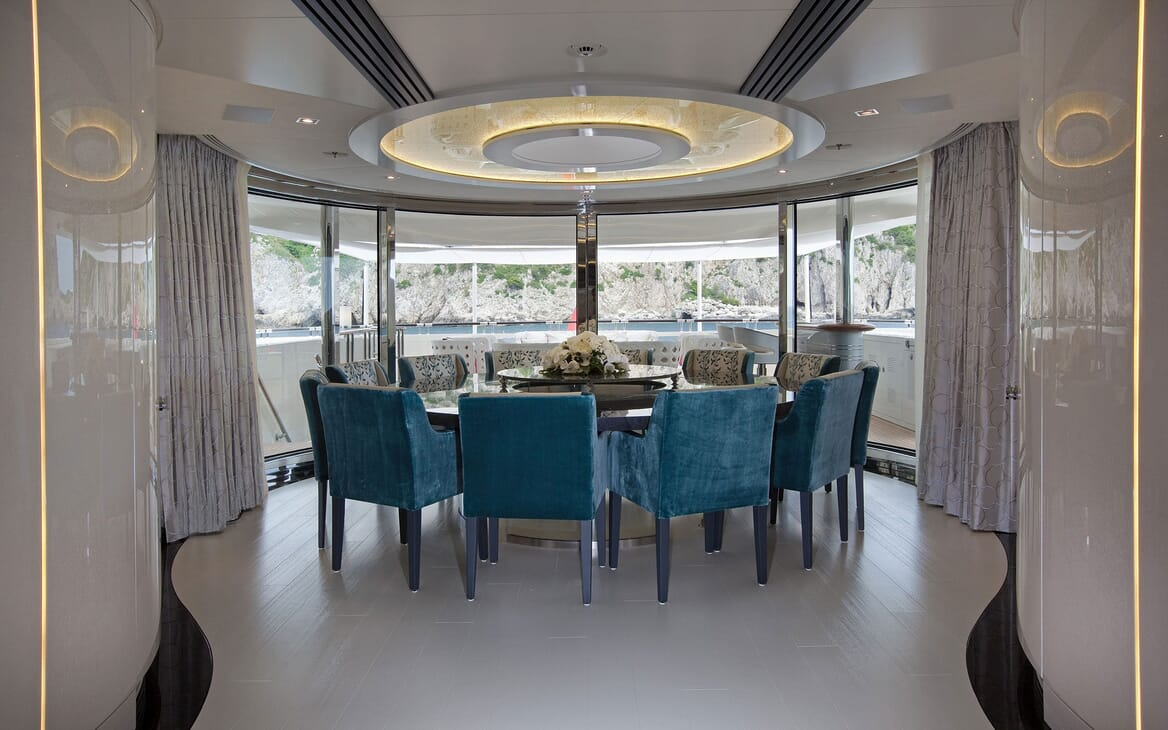 Motor Yacht QUITE ESSENTIAL Dining Table