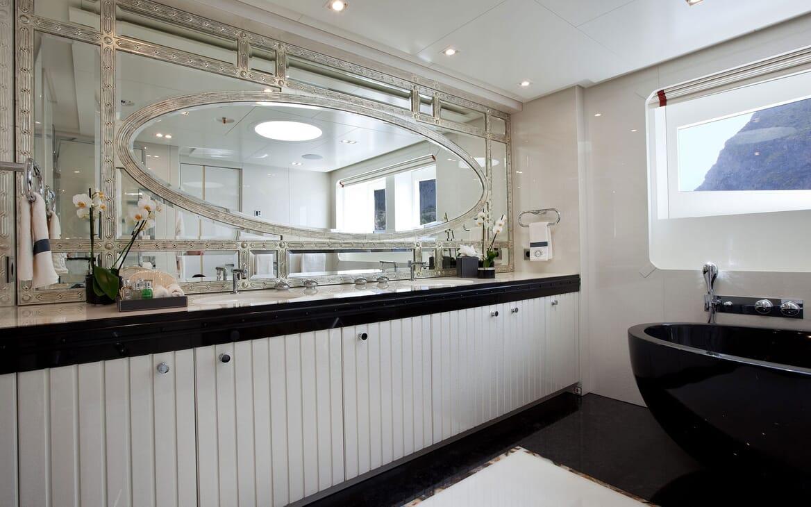 Motor Yacht QUITE ESSENTIAL Bathroom