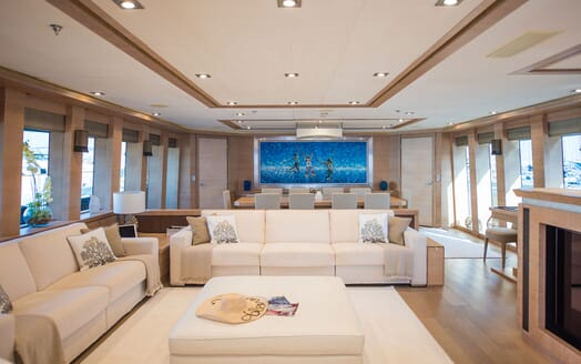 Motor Yacht Siren Main Saloon