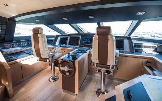 Motor Yacht Siren Wheelhouse