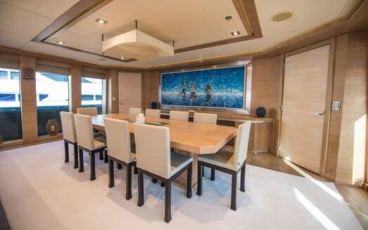 Motor Yacht Siren Dining Table