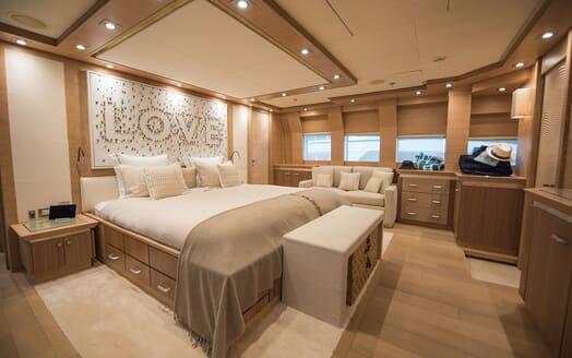 Motor Yacht Siren Master Stateroom