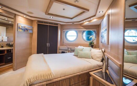 Motor Yacht Siren Guest Stateroom