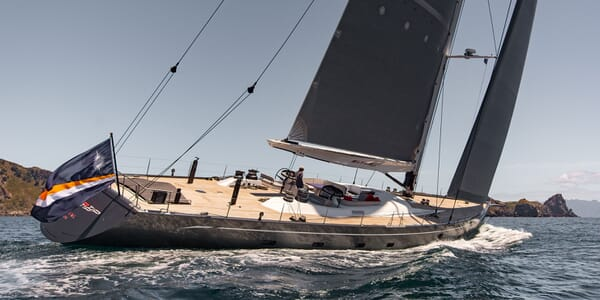 Sailing Yacht Silvertip Running Profile