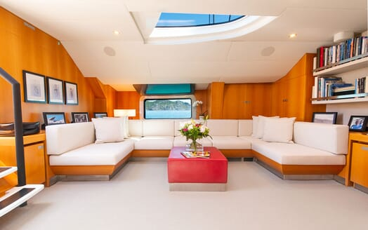 Sailing Yacht SILVERTIP Main Salon Seating