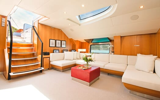 Sailing Yacht SILVERTIP Main Salon