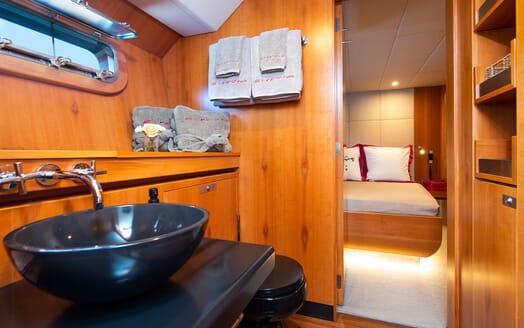 Sailing Yacht SILVERTIP Master Bathroom