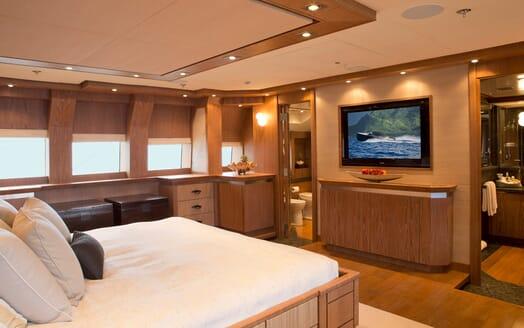 Motor Yacht Vantage master stateroom