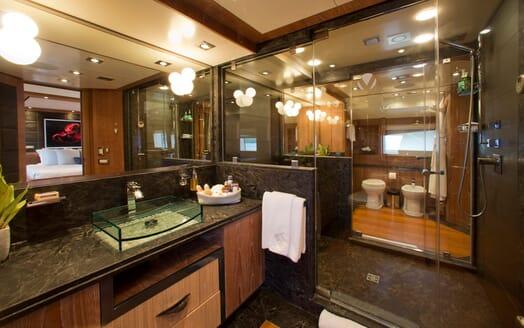 Motor Yacht Vantage master bathroom