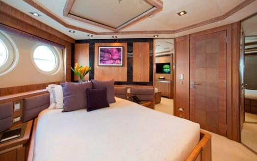 Motor Yacht Vantage guest cabin