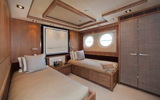 Motor Yacht Vantage twin cabin