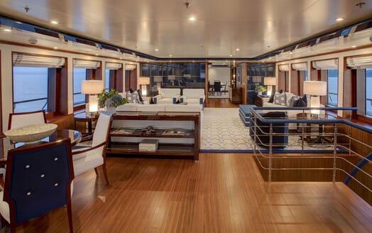 Motor Yacht CYNTHIA Main Saloon
