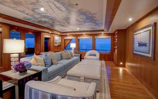 Motor Yacht CYNTHIA Lounge