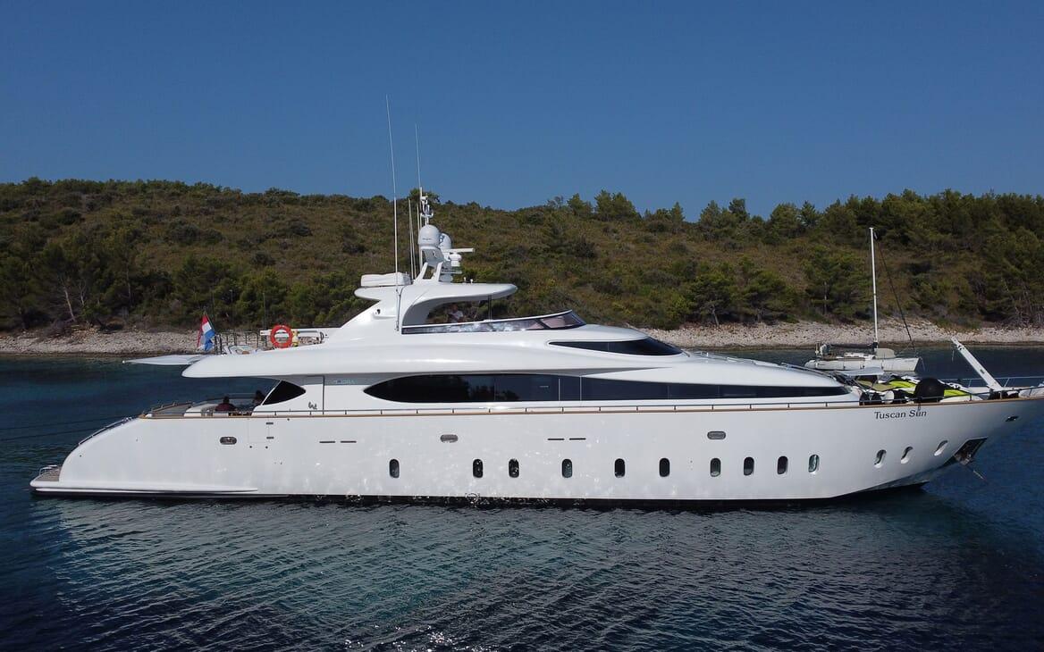 Motor Yacht Tuscan Sun running shot