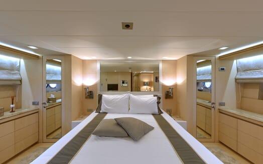 Motor Yacht Tuscan Sun master cabin