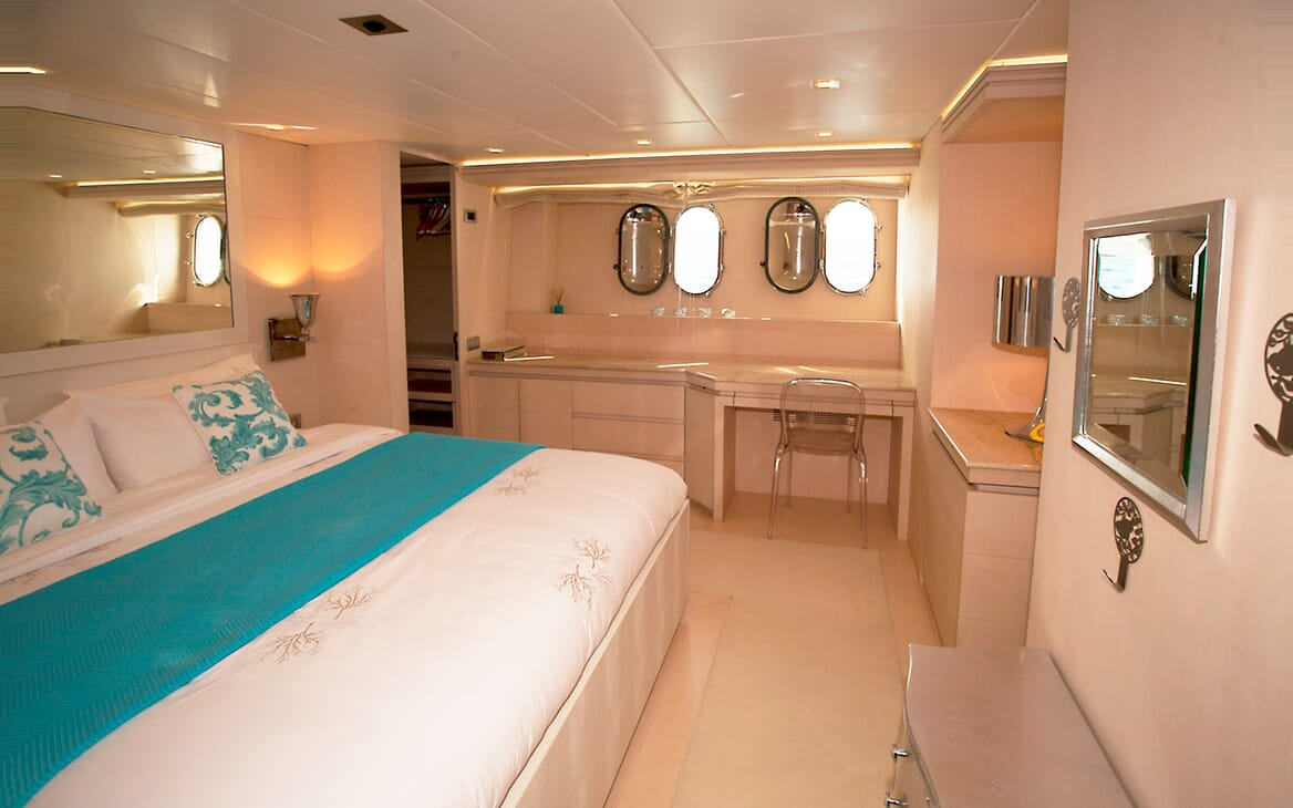 Motor Yacht Tuscan Sun master stateroom