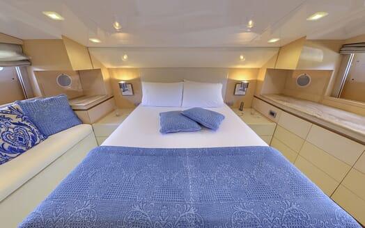 Motor Yacht Tuscan Sun guest cabin