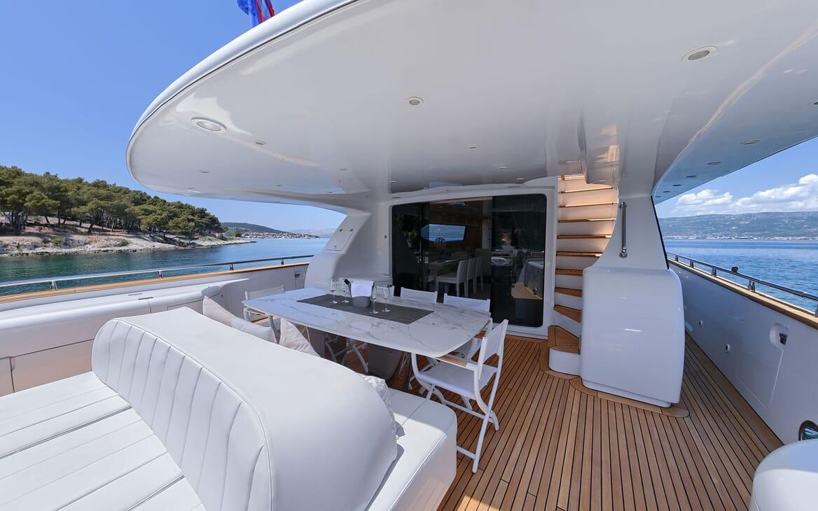 Motor Yacht Tuscan Sun aft deck