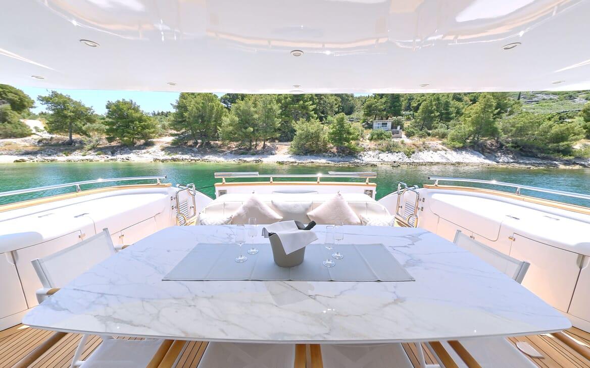Motor Yacht Tuscan Sunutdoor dining area