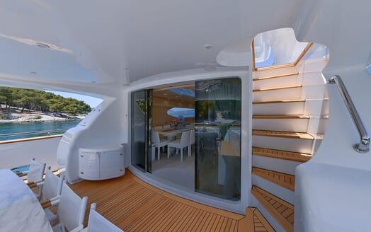Motor Yacht Tuscan Sun outdoor seating area