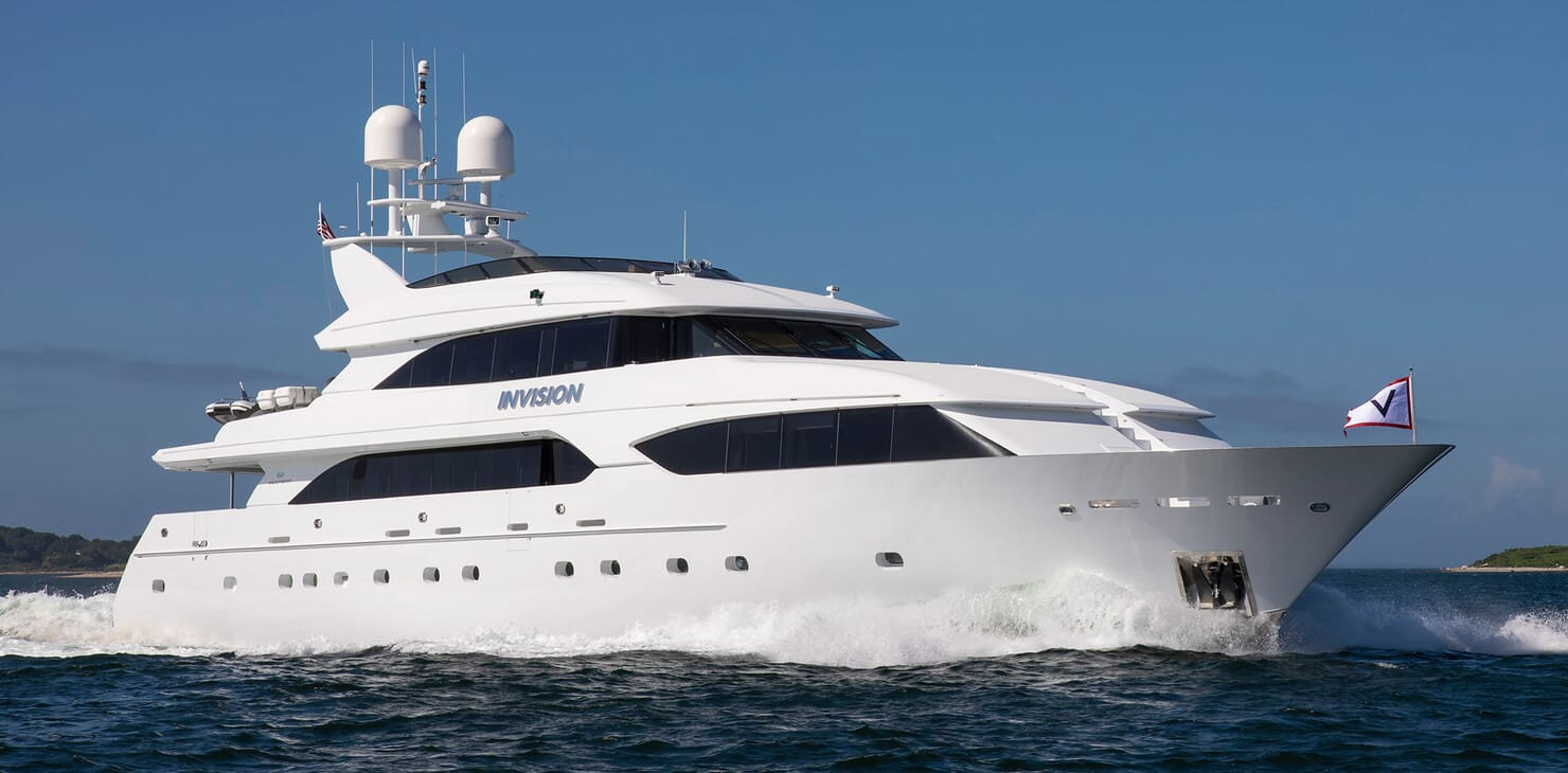 Motor Yacht INVISION Profile Underway