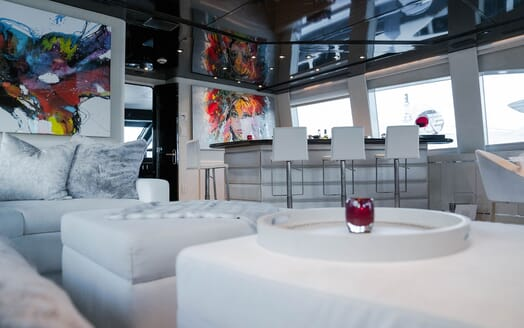 Motor Yachts INVISION Saloon Bar