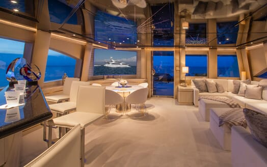 Motor Yacht Invision  outdoor seating area
